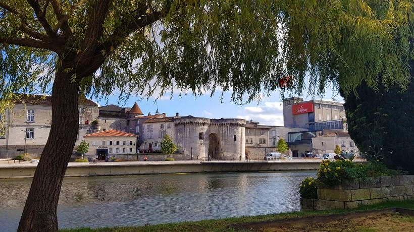 Cognac river chateau view 30 Sep 2020 crop2